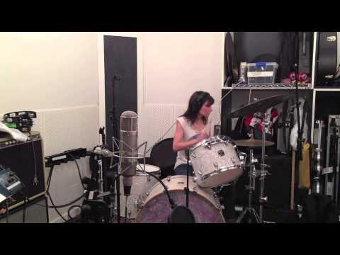 Eva Tocando La Batería ( Video Grabado Desde El Teléfono )
